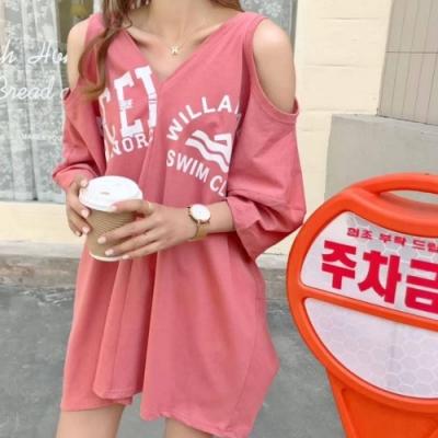 La Belleza雙V領露肩挖臂英文字印花長版棉質T恤