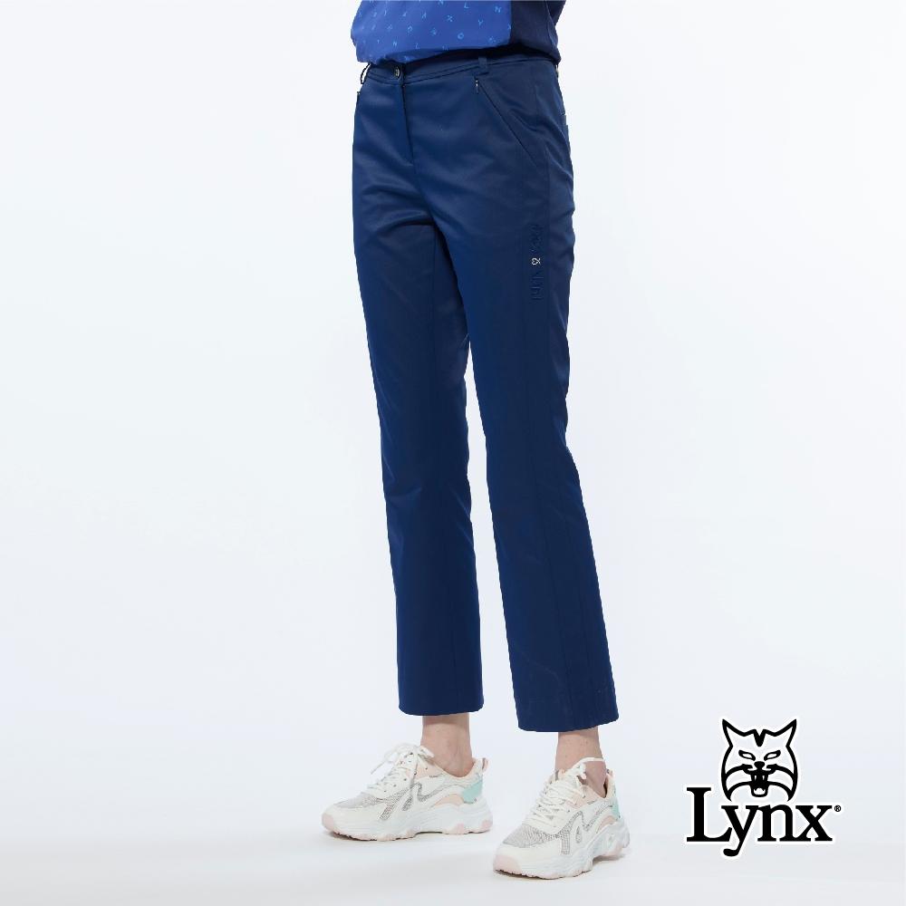 【Lynx Golf】女款進口布料防潑水功能左腿造型字樣繡花靴型九分褲-深藍色