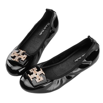 Robinlo 果凍十字金屬鑲鑽飾扣光澤軟皮娃娃鞋 黑