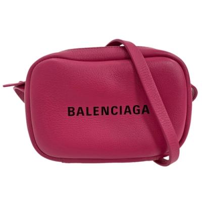 BALENCIAGA 經典EVERYDAY系列品牌字母烙印小牛皮相機斜背包(深桃紅-XS)