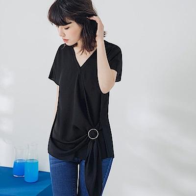 純色不易皺前片交疊垂墜釦環設計連袖上衣-OB嚴選