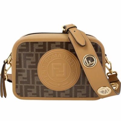 FENDI FF 鏤空金屬背帶圓型標章帆布相機包(棕色)