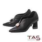 TAS珍珠金屬圓飾羊皮V口尖頭高跟鞋-典雅黑