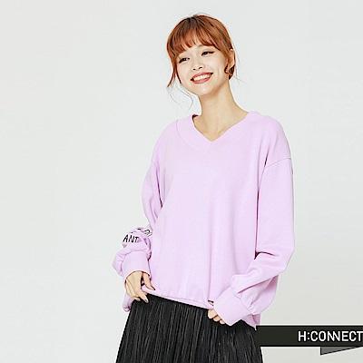 H:CONNECT 韓國品牌 女裝-V領休閒文字上衣-紫