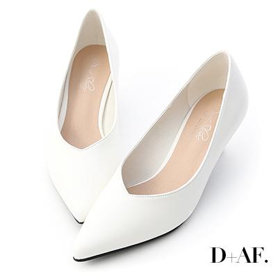 D+AF 冬日美人.素面V口尖頭中跟鞋*白