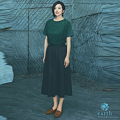 earth music  鈴木京香著用款-蕾絲拼接短袖上衣+素面寬褲裙