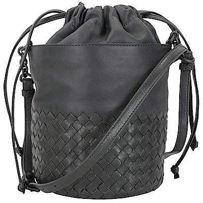 BOTTEGA VENETA Intrecciato 小牛皮編織束口水桶包(深灰色)