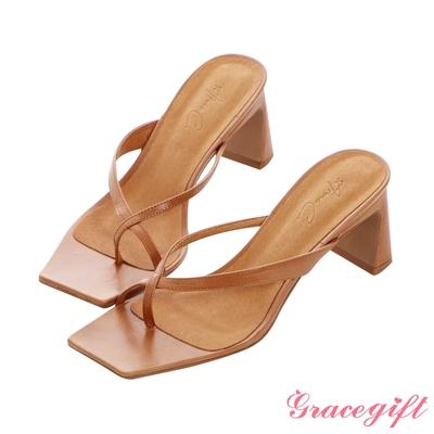 Grace gift X Annie-聯名全真皮交叉夾腳中跟涼拖鞋 拿鐵棕