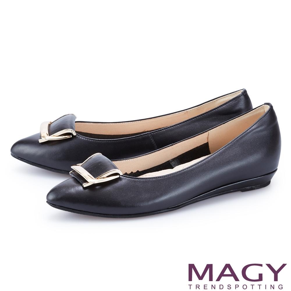 MAGY 金屬框飾釦真皮尖頭 女 平底鞋 黑色
