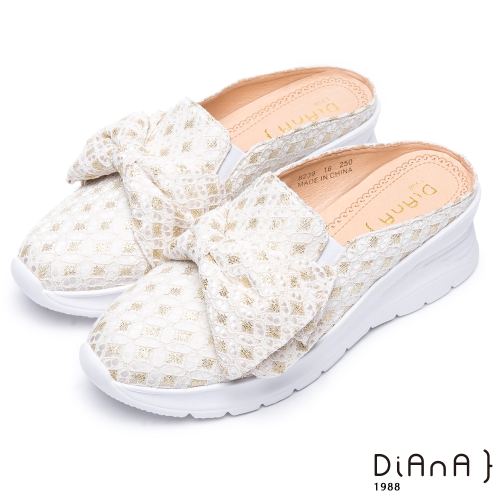 DIANA 質感時尚–潮流編織布菱格紋蝴蝶結圓頭穆勒鞋-米