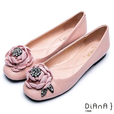 DIANA 時尚指標--綻放花朵水鑽真皮平底鞋-粉