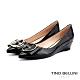 Tino Bellini牛漆皮高貴金釦楔型鞋_黑 product thumbnail 1