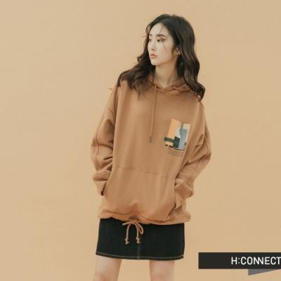 H:CONNECT 韓國品牌 女裝-抽繩下擺圖印帽T-棕