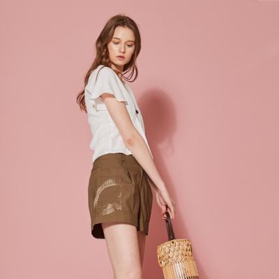 ICHE 衣哲 精緻3D刺繡打摺百搭造型短褲(三色)-榛果咖啡