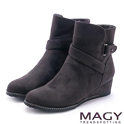 MAGY 簡約率性風 斜細條帶造型低跟短靴-灰色