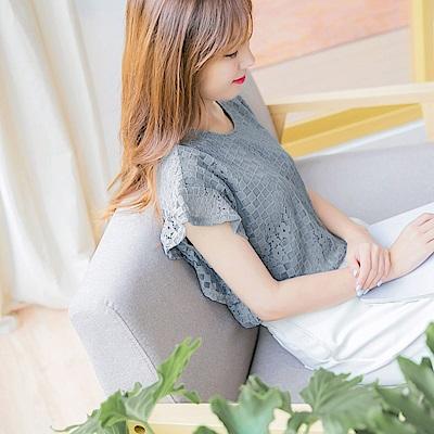 滿版鏤空蕾絲雕花荷葉袖純色上衣-OB嚴選