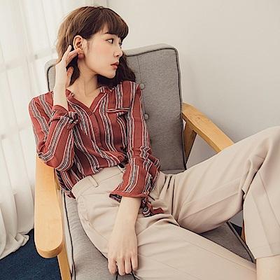 配色直條紋袖口綁帶前短後長半開襟襯衫-OB嚴選