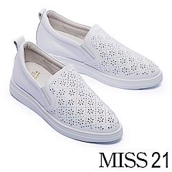 休閒鞋 MODA Luxury 質感鏤空雕花水鑽全真皮內增高厚底休閒鞋-白