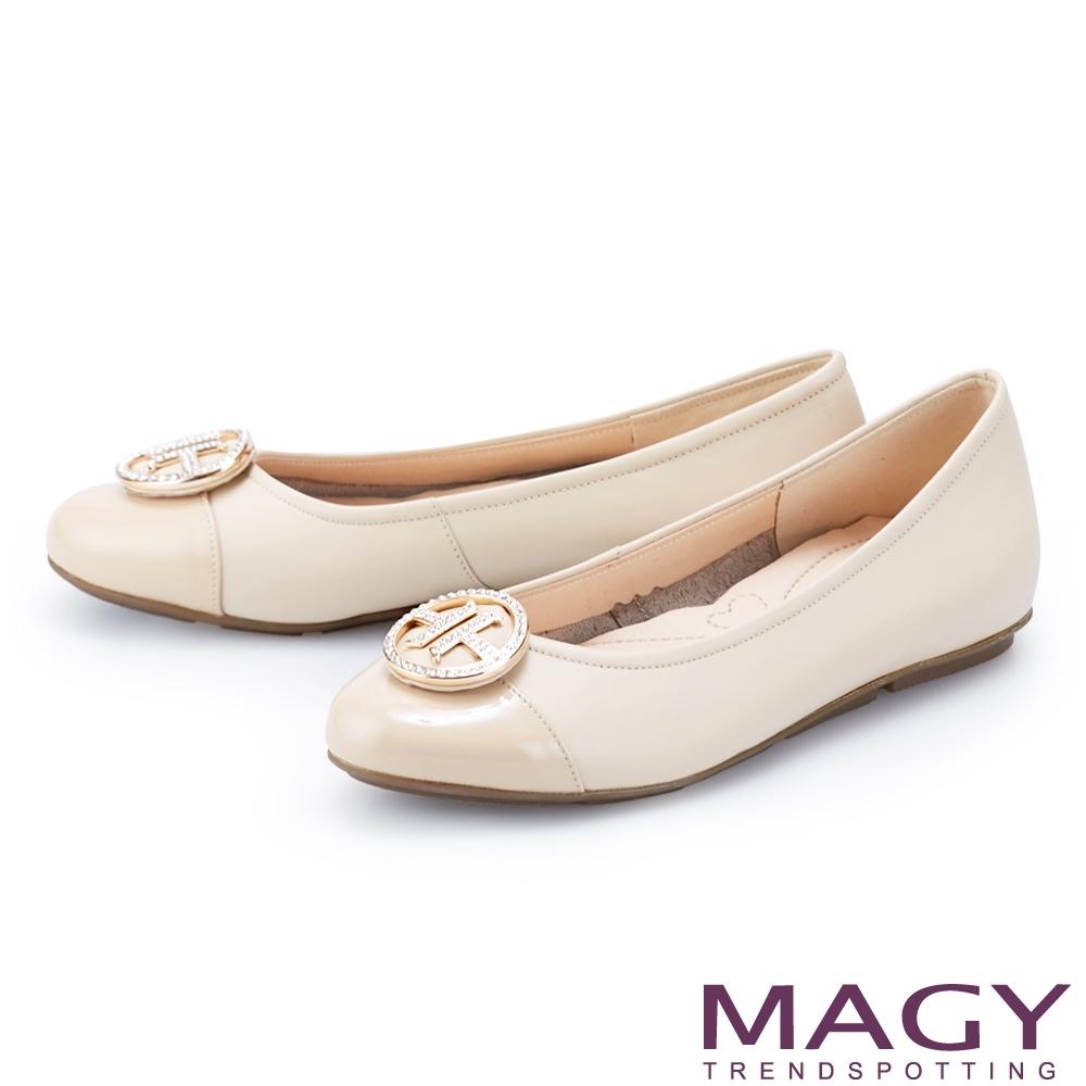 MAGY 金屬白鑽飾釦真皮 女 平底鞋 杏色