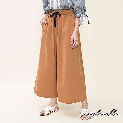 singlenoble 漫遊日常綁帶純色休閒寬管褲(2色)