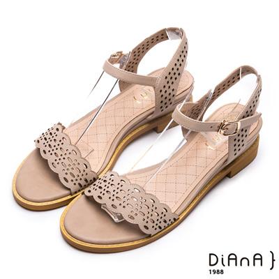DIANA 優雅氣質-波浪雷射沖孔羊皮涼鞋-米