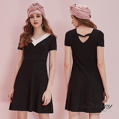 OUWEY歐薇 微縷空V領釘珠造型針織洋裝(黑)