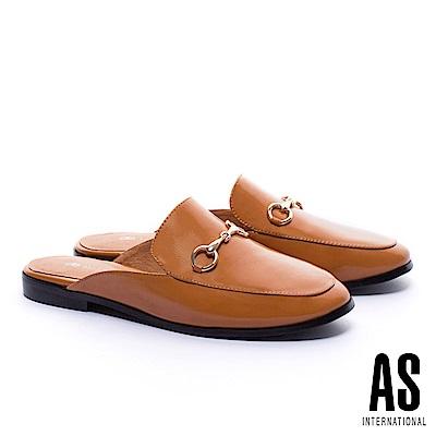 拖鞋 AS 經典潮流金屬馬銜釦漆皮穆勒低跟拖鞋-咖