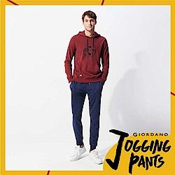 GIORDANO 男裝基本款棉質休閒運動束口褲-20 仿段彩靛藍