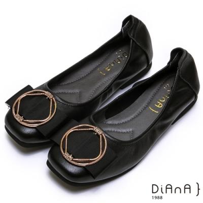 DIANA 真皮金屬幾何圓環方頭娃娃鞋-簡約商務--黑