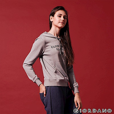 GIORDANO 女裝STAY IN TOUCH 印花口袋帽TEE-12 雪花聖地灰