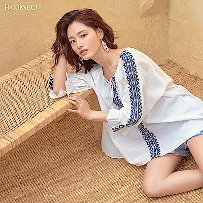 H:CONNECT 韓國品牌 女裝-甜美刺繡造型上衣-白