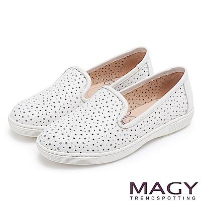 MAGY 經典甜美舒適 牛皮趣味穿孔平底休閒鞋-白色