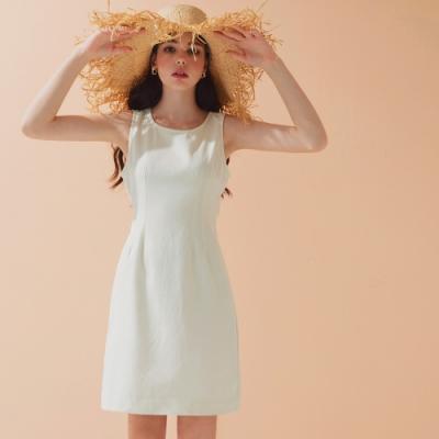 AIR SPACE LADY 質感背排釦鏤空無袖洋裝(白)