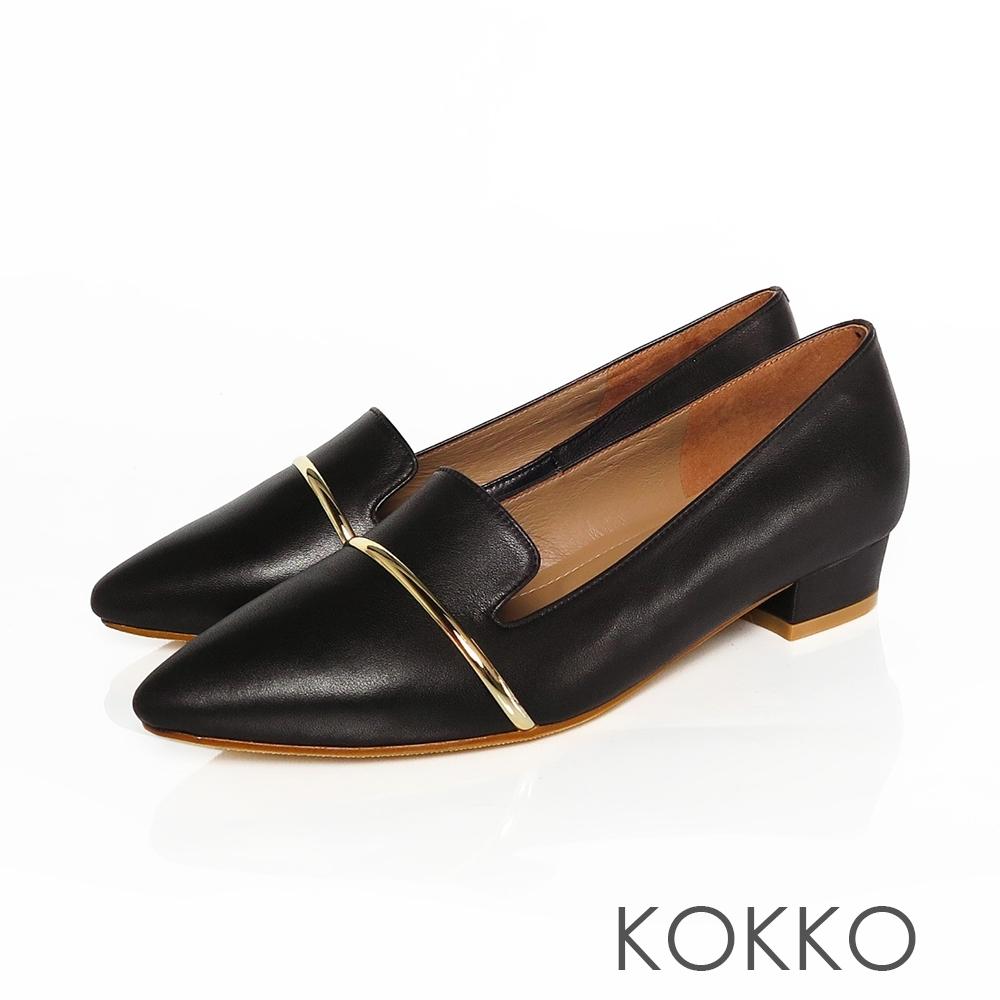 KOKKO - 尖頭牛皮舒芙蕾軟墊平底鞋- 黑咖啡