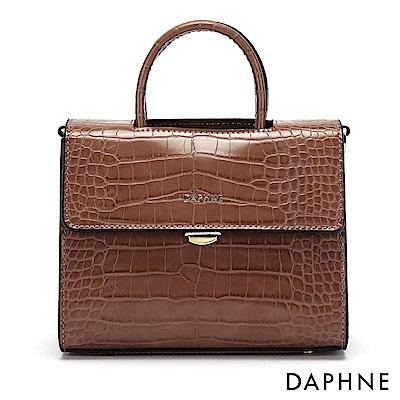 達芙妮DAPHNE-鱷魚紋斜背鍊帶小方包-粉紫