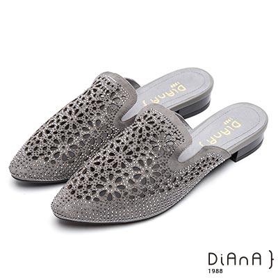 DIANA水鑽簍空質感麂皮尖頭穆勒鞋-閃耀魅力-灰