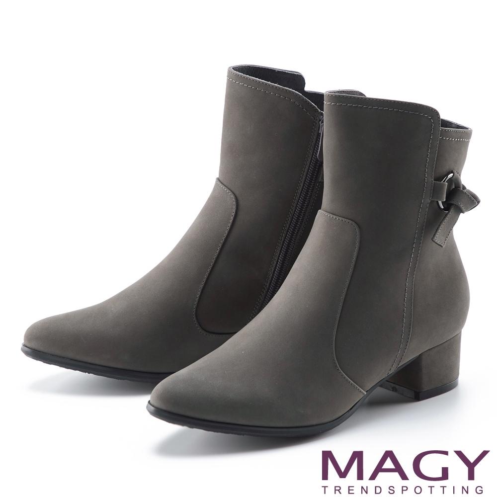 MAGY 真皮繫帶扭結釦粗跟 女 短靴 灰色