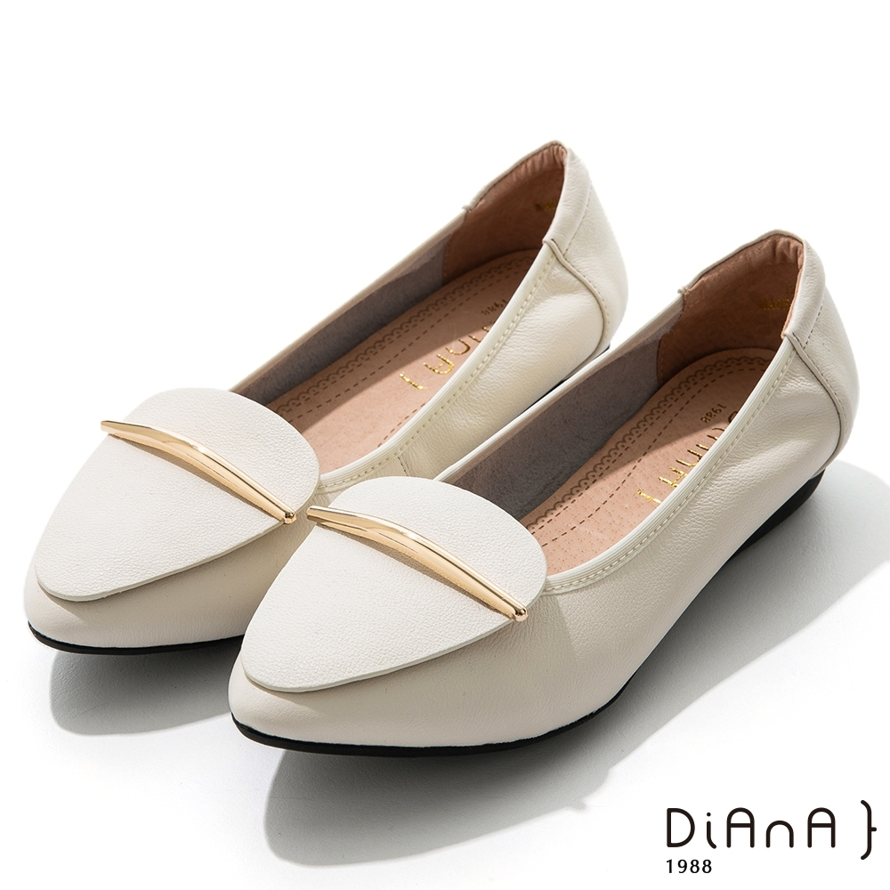 DIANA 2.5cm牛皮幾何拼接金屬飾釦尖頭娃娃鞋-漫步雲端焦糖美人-米