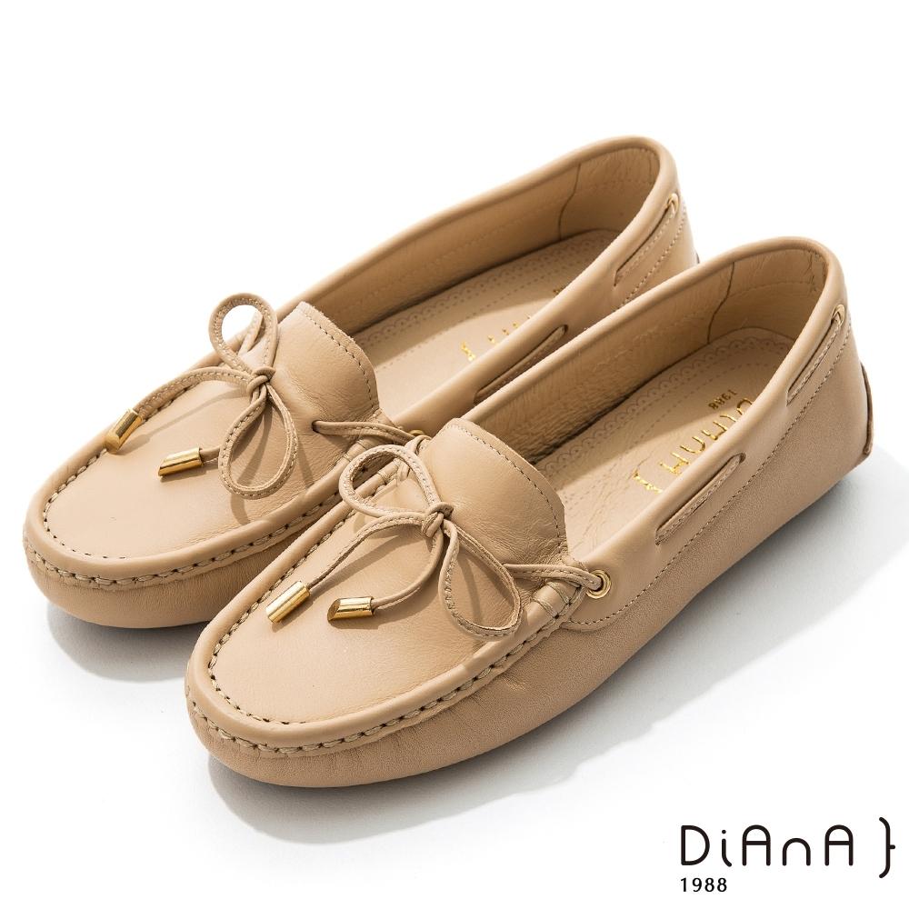 DIANA 0.5cm 質感牛皮蝴蝶結莫卡辛樂福平底休閒鞋-漫步雲端焦糖美人-焦糖