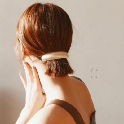 【89 zone】法式古典金屬弧形百搭馬尾邊夾/髮夾 1入(羽毛紋路金色)