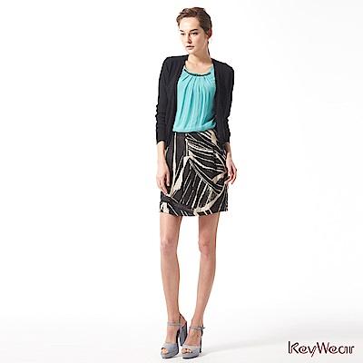 KeyWear奇威名品    現代風格圖騰修身剪裁短裙-綜合色