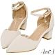 Ann'S花邊甜心-波浪剪裁閃亮單鑽吊飾繞踝粗跟尖頭鞋-米白 product thumbnail 1