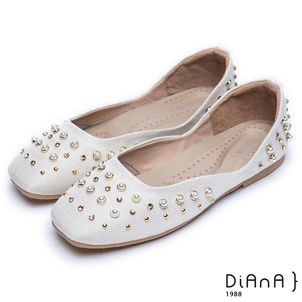 DIANA方頭立體鉚釘點綴水鑽曲線休閒鞋-摩登時尚-米