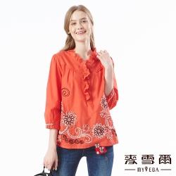 【麥雪爾】純棉鏤空荷葉領拼接花卉上衣-柑