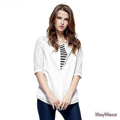 KeyWear奇威名品   細緻刺繡五分袖襯衫-白色