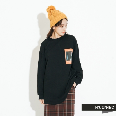 H:CONNECT 韓國品牌 女裝-彩圖落肩休閒上衣-黑
