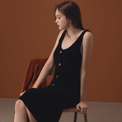 AIR SPACE LADY 大V領排釦天鵝絨背心洋裝(黑)