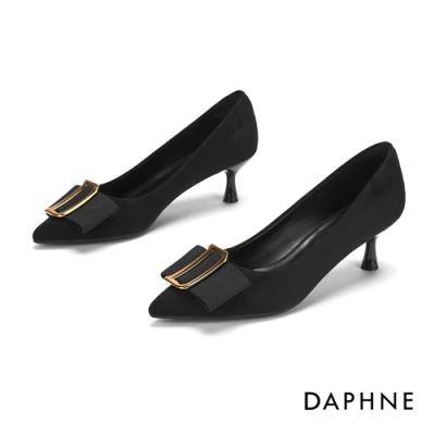 達芙妮DAPHNE 跟鞋-D字飾扣蝴蝶結絨面尖頭跟鞋-黑
