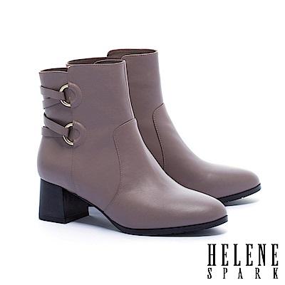 短靴 HELENE SPARK 簡約時尚金屬交叉繫帶釦全真皮粗高跟短靴-米