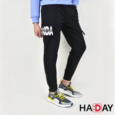 HADAY 男褲長褲 彈力縮口 顯瘦九分 兩側工作口袋印花 黑色